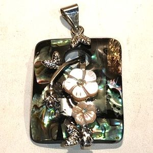 Jewelry - ❇️Sale❇️ Abalone and  MOP Pendant with CZ